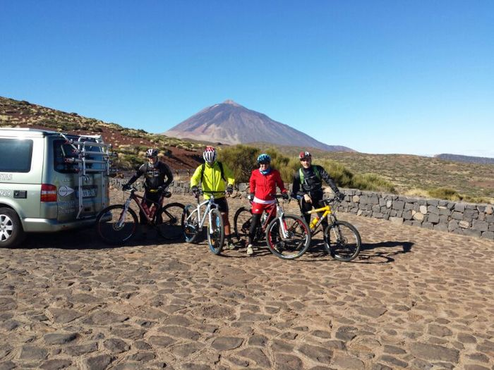 (Español) Esta ruta, de unos 20 kilómetros en bajada, ofrece un contraste de paisajes, comenzando en el Parque Nacional y terminando en la parte alta de La Orotava.